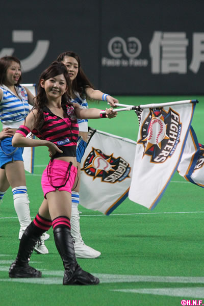 チアガール画像★日本シリーズも終わったし今年頑張ったプロ野球のチアガールのヘソ出し、また開きエロ画像wwwww・6枚目の画像