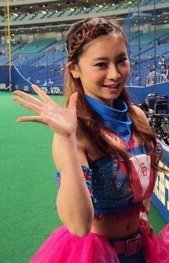 チアガール画像★日本シリーズも終わったし今年頑張ったプロ野球のチアガールのヘソ出し、また開きエロ画像wwwww・28枚目の画像