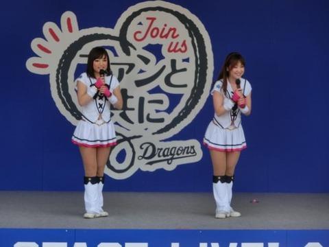 チアガール画像★日本シリーズも終わったし今年頑張ったプロ野球のチアガールのヘソ出し、また開きエロ画像wwwww・3枚目の画像