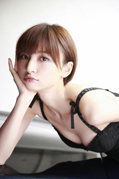 アヒル口はこの人の為にあると言っても過言ではない!篠田麻里子のアヒル口&グラビア画像 その②・24枚目の画像