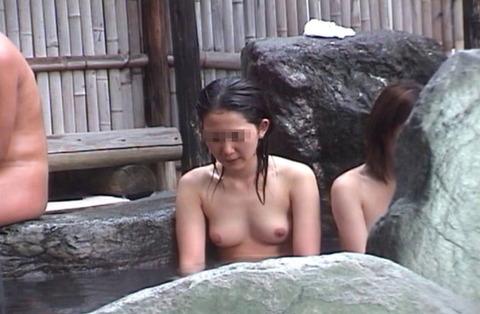 盗撮でしか見れない露天風呂の素の入浴wwww★素人盗撮エロ画像・12枚目の画像