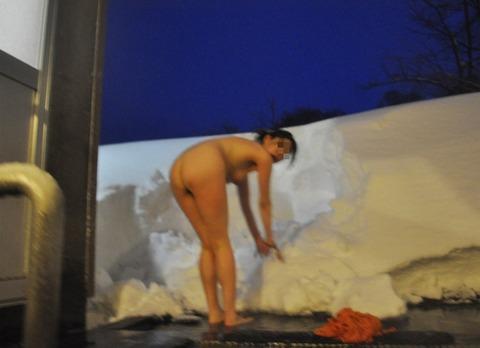盗撮でしか見れない露天風呂の素の入浴wwww★素人盗撮エロ画像・38枚目の画像