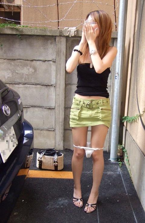 野外で着替えをする女子をうっかり盗み撮りwwww★着替え中エロ画像・8枚目の画像