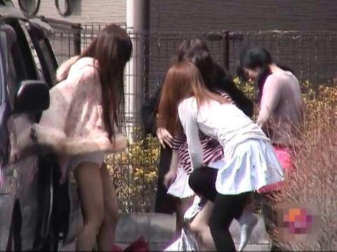 野外で着替えをする女子をうっかり盗み撮りwwww★着替え中エロ画像・13枚目の画像