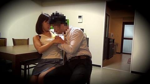 寝取られた夫が妻のセックスを盗撮。その後抜いたwwwww★素人セックスエロ画像・6枚目の画像