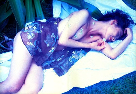 斉藤慶子さんのヌード★生おっぱいが妙にエロいwwww★芸能お宝エロ画像・15枚目の画像