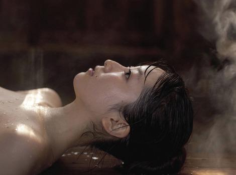 黒川智花さんのノーブラセミヌード画像を39枚ほど見繕ったのでご覧くださいwwwww・19枚目の画像
