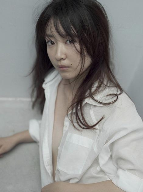 黒川智花さんのノーブラセミヌード画像を39枚ほど見繕ったのでご覧くださいwwwww・20枚目の画像