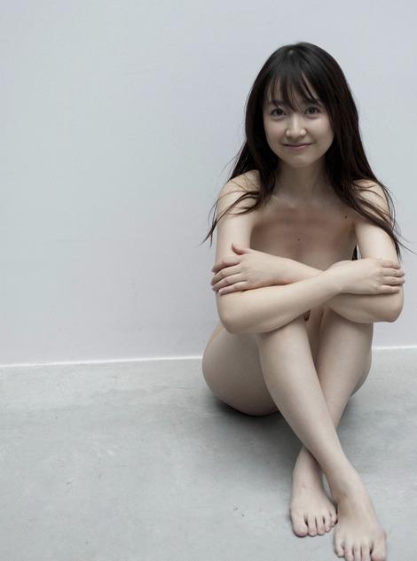 黒川智花さんのノーブラセミヌード画像を39枚ほど見繕ったのでご覧くださいwwwww・11枚目の画像