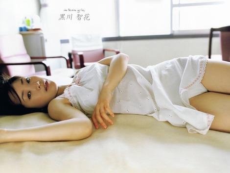 黒川智花さんのノーブラセミヌード画像を39枚ほど見繕ったのでご覧くださいwwwww・37枚目の画像