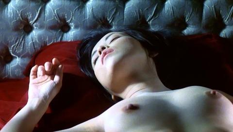 川島なお美の生おっぱいとベッドシーン、おまけのヘアヌードもご覧くださいww★川島なお美エロ画像・8枚目の画像