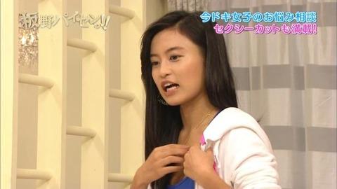 小島瑠璃子(こじるり)のテレビで映ったおっぱい見せつけお色気シーンのエロ画像wwwwwww・28枚目の画像