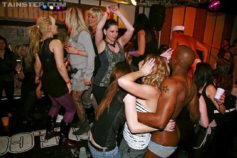 外国のセックスパーティがくっそエロくてテンパったwwwww★外国人セックスエロ画像・26枚目の画像