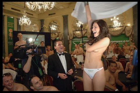 外国のセックスパーティがくっそエロくてテンパったwwwww★外国人セックスエロ画像・13枚目の画像