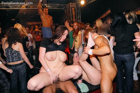 外国のセックスパーティがくっそエロくてテンパったwwwww★外国人セックスエロ画像・9枚目の画像