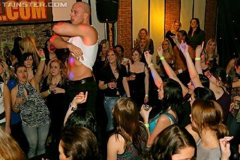 外国のセックスパーティがくっそエロくてテンパったwwwww★外国人セックスエロ画像・27枚目の画像