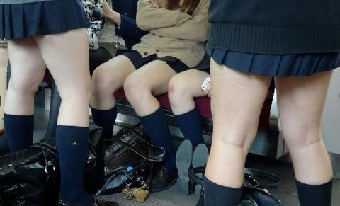 日常生活でも生脚がクソエロいJKwwwww★JK生脚エロ画像・3枚目の画像