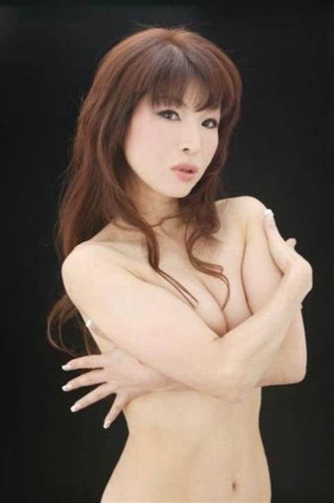 手ブラを披露した芸能人の過激なセミヌードをご覧下さいwww・29枚目の画像