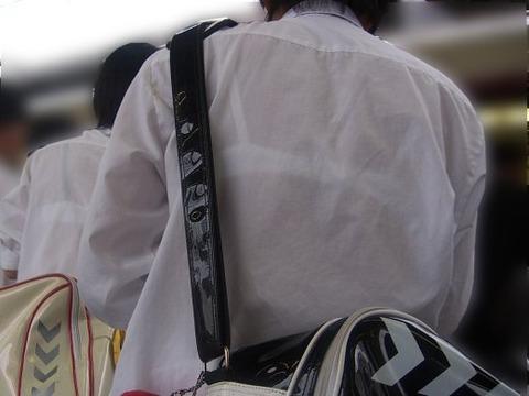 ブラジャー透け透けになってる女子高生wwwww★JK透けブラエロ画像記事タイトル・20枚目の画像