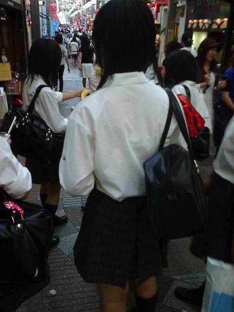 ブラジャー透け透けになってる女子高生wwwww★JK透けブラエロ画像記事タイトル・25枚目の画像