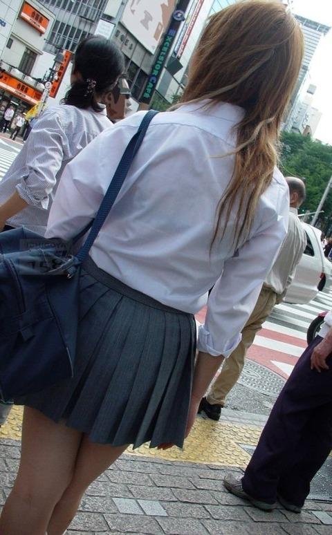 ブラジャー透け透けになってる女子高生wwwww★JK透けブラエロ画像記事タイトル・2枚目の画像