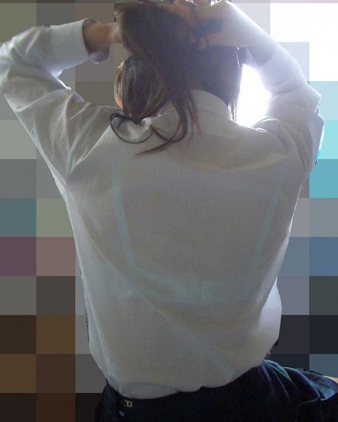 ブラジャー透け透けになってる女子高生wwwww★JK透けブラエロ画像記事タイトル・41枚目の画像