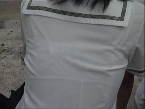 ブラジャー透け透けになってる女子高生wwwww★JK透けブラエロ画像記事タイトル・34枚目の画像