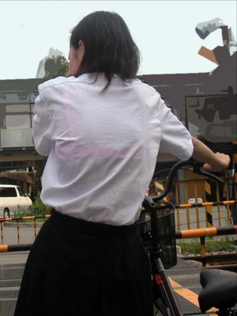 ブラジャー透け透けになってる女子高生wwwww★JK透けブラエロ画像記事タイトル・18枚目の画像