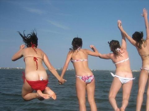 水着姿でテンション上がって悪ふざけしてる素人wwwww★素人水着エロ画像・22枚目の画像