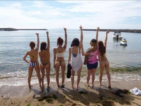 水着姿でテンション上がって悪ふざけしてる素人wwwww★素人水着エロ画像・27枚目の画像