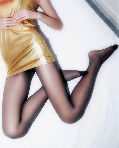 足コキされたら3秒でイキそうな美脚に黒ストを履かせてみた結果wwww★黒ストエロ画像・5枚目の画像