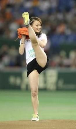 始球式のエロさが異常wwwwww★芸能人始球式エロ画像!・29枚目の画像