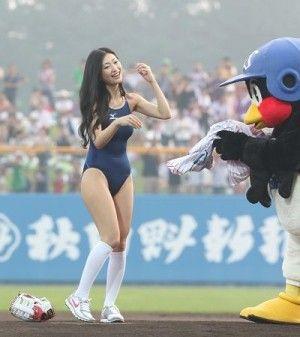 始球式のエロさが異常wwwwww★芸能人始球式エロ画像!・13枚目の画像
