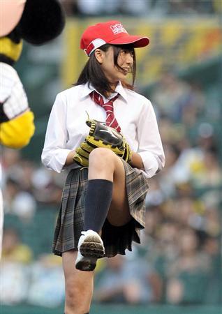 始球式のエロさが異常wwwwww★芸能人始球式エロ画像!・43枚目の画像