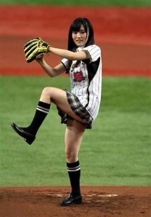 始球式のエロさが異常wwwwww★芸能人始球式エロ画像!・27枚目の画像