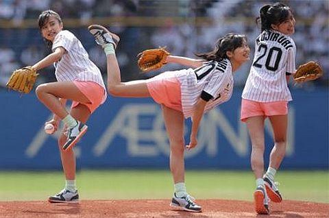 始球式のエロさが異常wwwwww★芸能人始球式エロ画像!・6枚目の画像