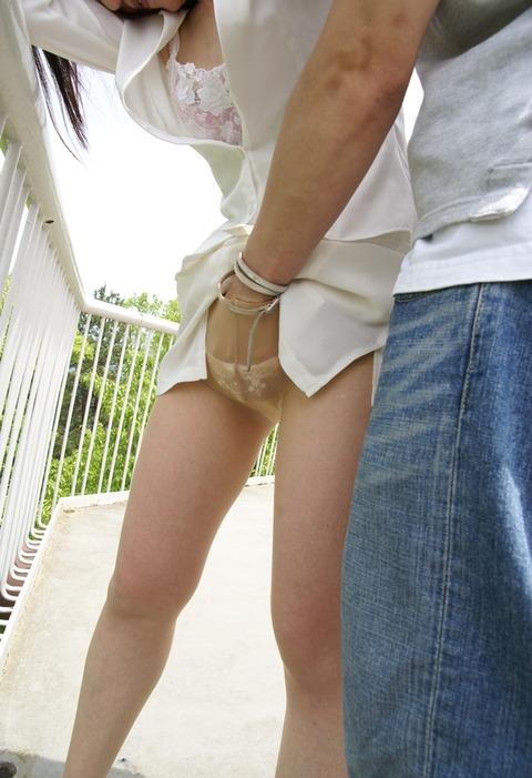 パンツの中に手突っ込んでーの手マンがエロ過ぎるからwwwww★手マンエロ画像・18枚目の画像