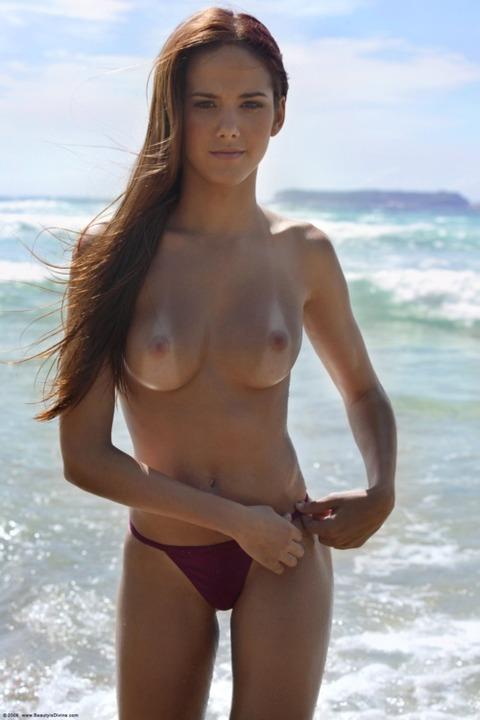 日焼けの跡って冬に見てもエロいなwwwwww★外国人エロ画像・27枚目の画像