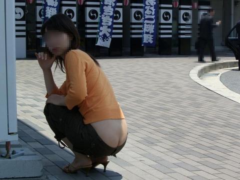 気抜きすぎwwww 街で見かけた気を抜いてパンツだ半ケツを見せてくれる素人エロ画像・11枚目の画像