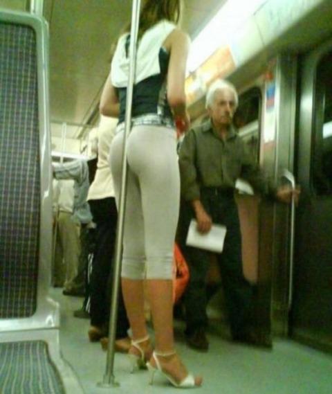 ヨガパンツ履いた外人のプリケツ具合が異常wwwwww★ヨガパンツエロ画像・6枚目の画像