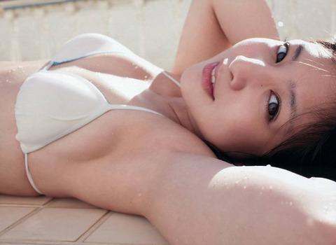 小池クンの八重歯が思いきしかわいいwwwwww★小池唯の過激な水着エロ画像・2枚目の画像