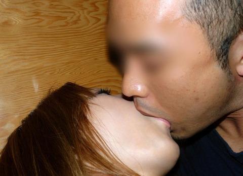 ベロベロにチューしながらグッサリやってる男女をご覧下さいwwwww★ベロチューエロ画像・19枚目の画像