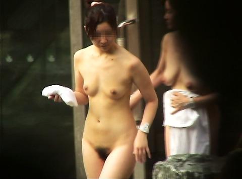 盗撮でしか見れないリア充の入浴中の温泉wwwwww★盗撮エロ画像・5枚目の画像