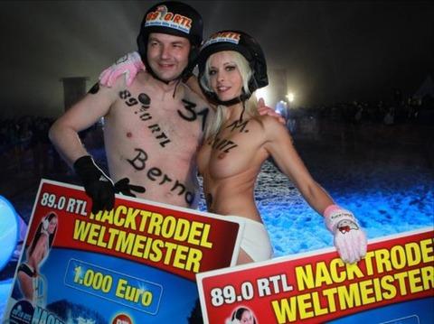 裸でソリ大会してる外国のPUNKSwwwwww★外国人エロ画像・30枚目の画像
