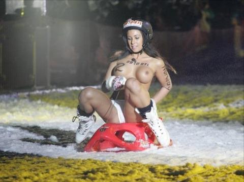 裸でソリ大会してる外国のPUNKSwwwwww★外国人エロ画像・24枚目の画像
