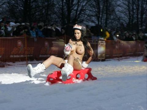 裸でソリ大会してる外国のPUNKSwwwwww★外国人エロ画像・16枚目の画像