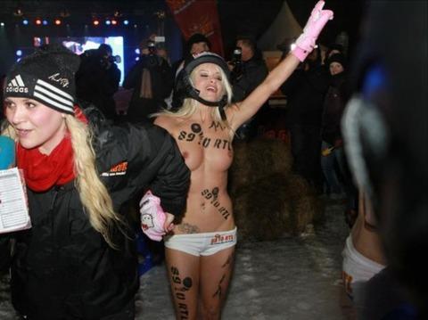 裸でソリ大会してる外国のPUNKSwwwwww★外国人エロ画像・29枚目の画像