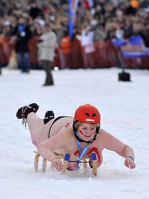 裸でソリ大会してる外国のPUNKSwwwwww★外国人エロ画像・51枚目の画像