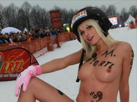 裸でソリ大会してる外国のPUNKSwwwwww★外国人エロ画像・26枚目の画像