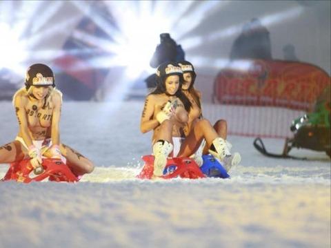 裸でソリ大会してる外国のPUNKSwwwwww★外国人エロ画像・6枚目の画像